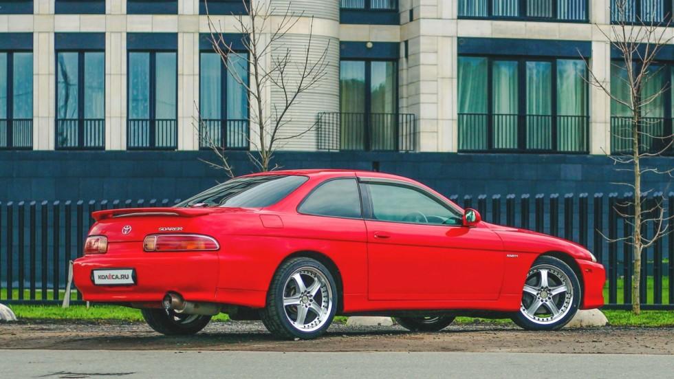 Toyota Soarer красная сзади