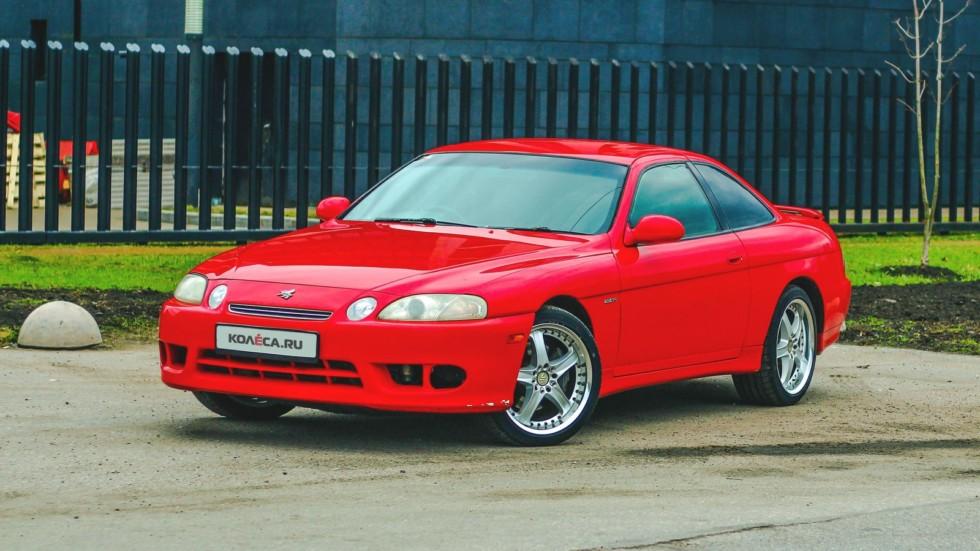 Toyota Soarer красная вид три четверти