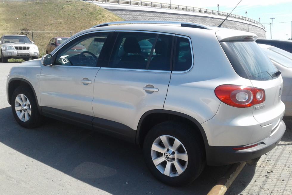Volkswagen Tiguan серый 3