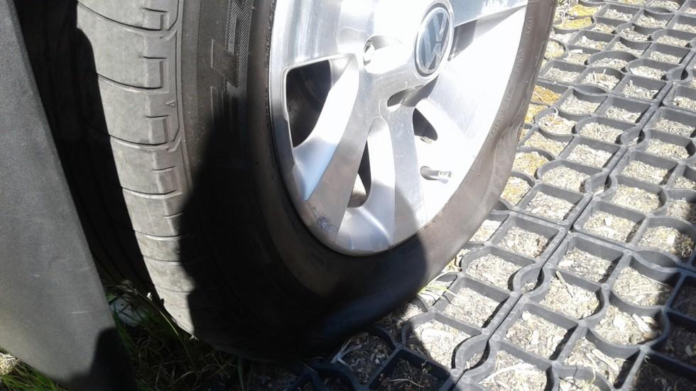 Volkswagen Tiguan спущенное колесо