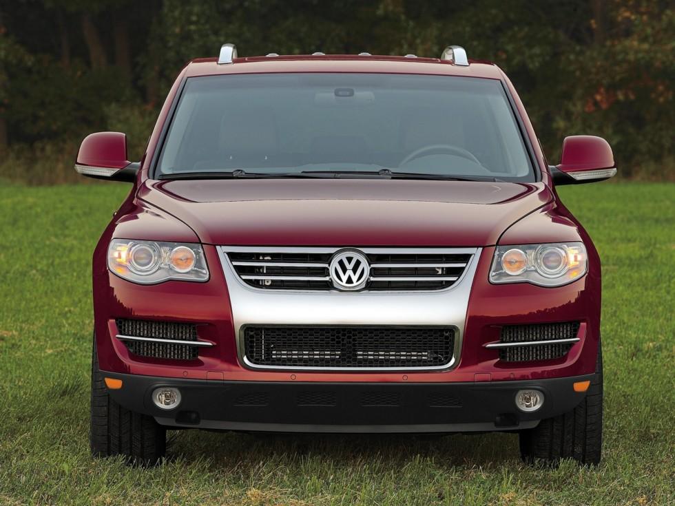 Volkswagen Touareg Typ 7L спереди