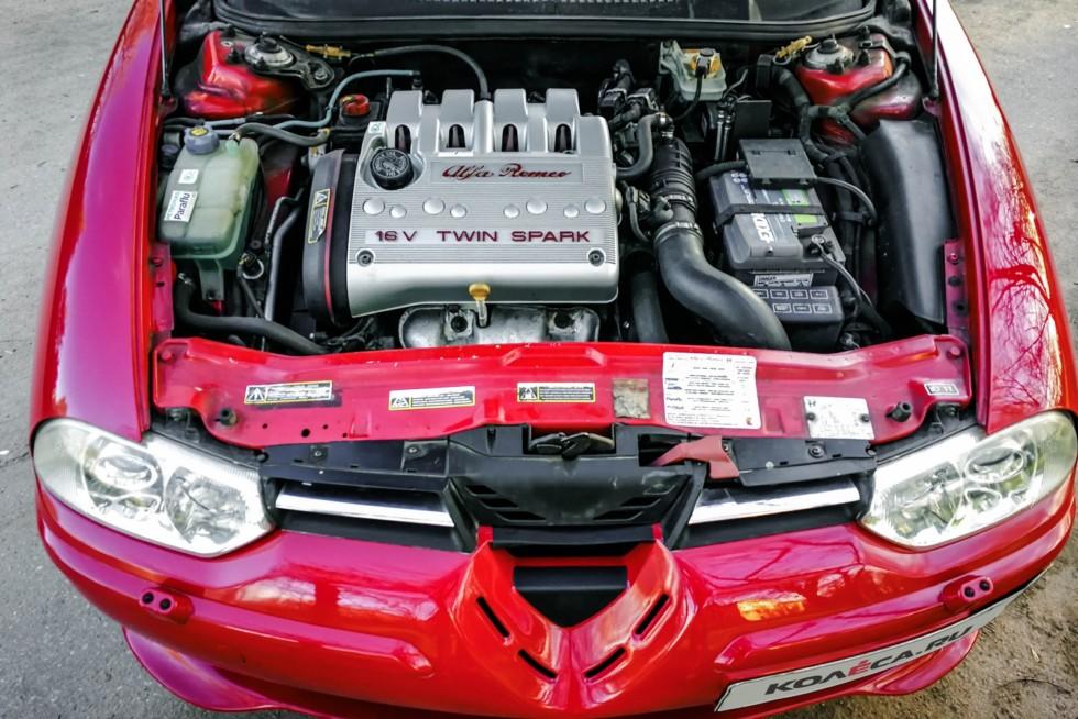alfa romeo 156 красная двигатель