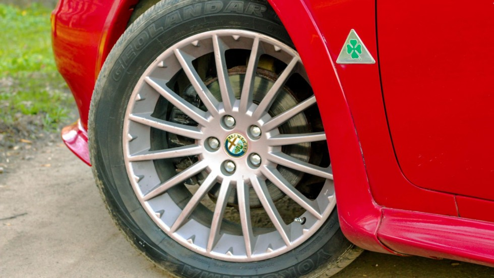 alfa romeo 156 красная колесо
