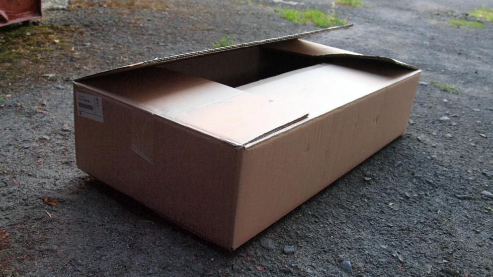 коробка с автозапчастями
