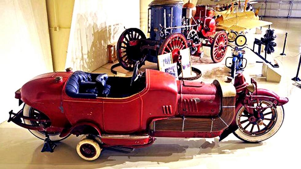 монокар Bi-Autogo в зале Owls Head Transportation Museum