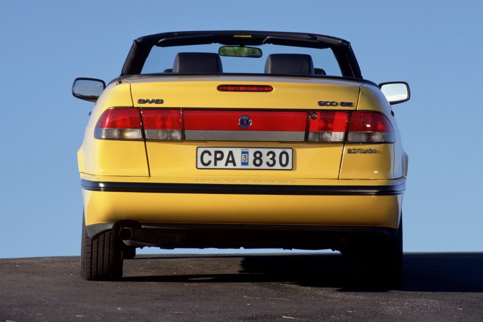 Saab 900 SE Turbo Convertible '1994–98 жёлтый сзади