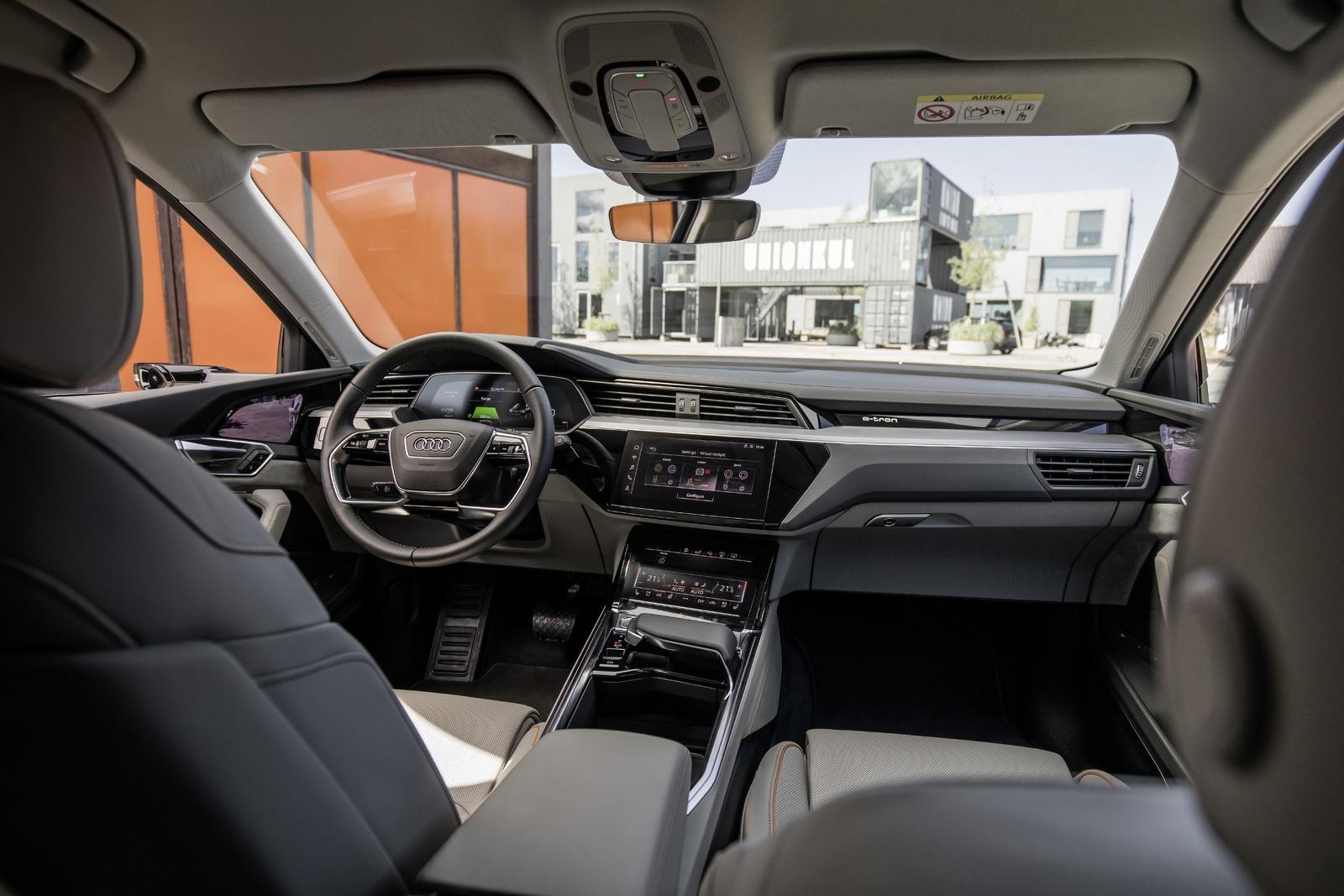 Кроссовер Audi с камерами вместо наружных зеркал: есть фото салона