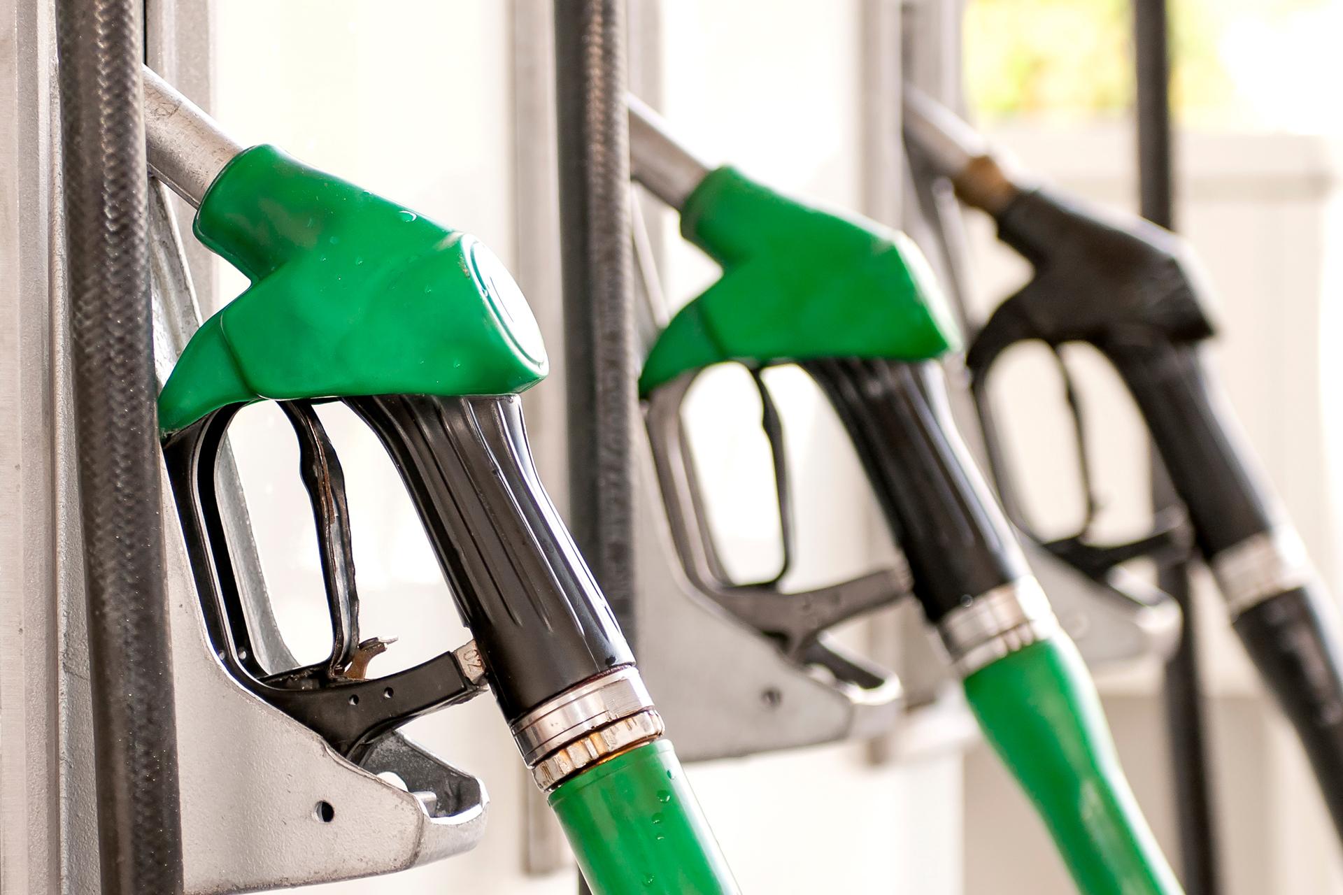 Минэнерго обещает, что бензин в 2018 году больше не подорожает, но верится этому с трудом