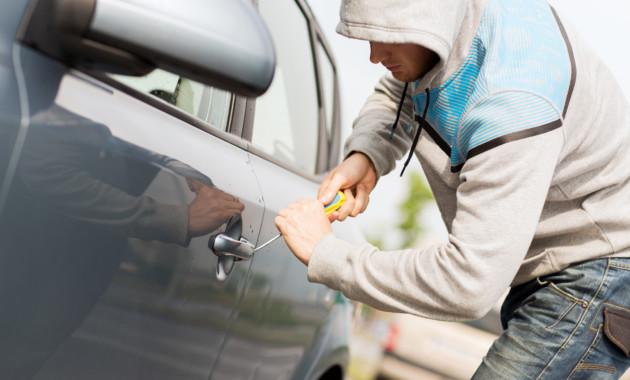 Сейчас угонщики должны выплатить компенсацию заповреждение авто