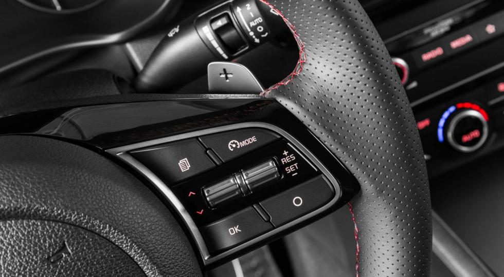 Два носа и шум дороги: тест-драйв обновленной Kia Optima