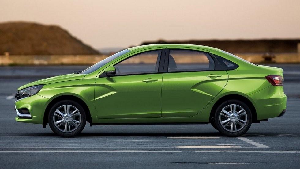 Lada Vesta зелёная сбоку