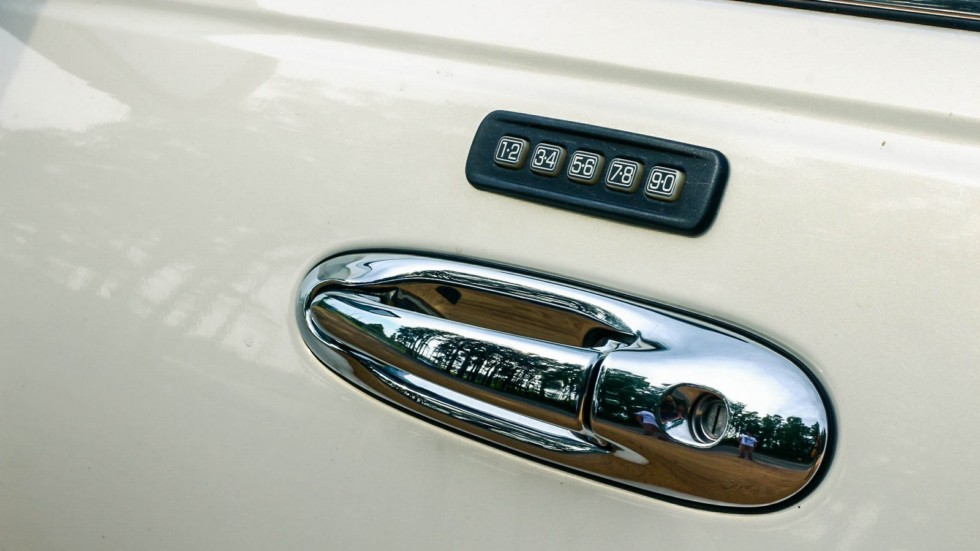 Lincoln Town Car III дверная ручка с кодовым замком