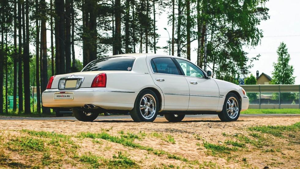 Lincoln Town Car III сбоку
