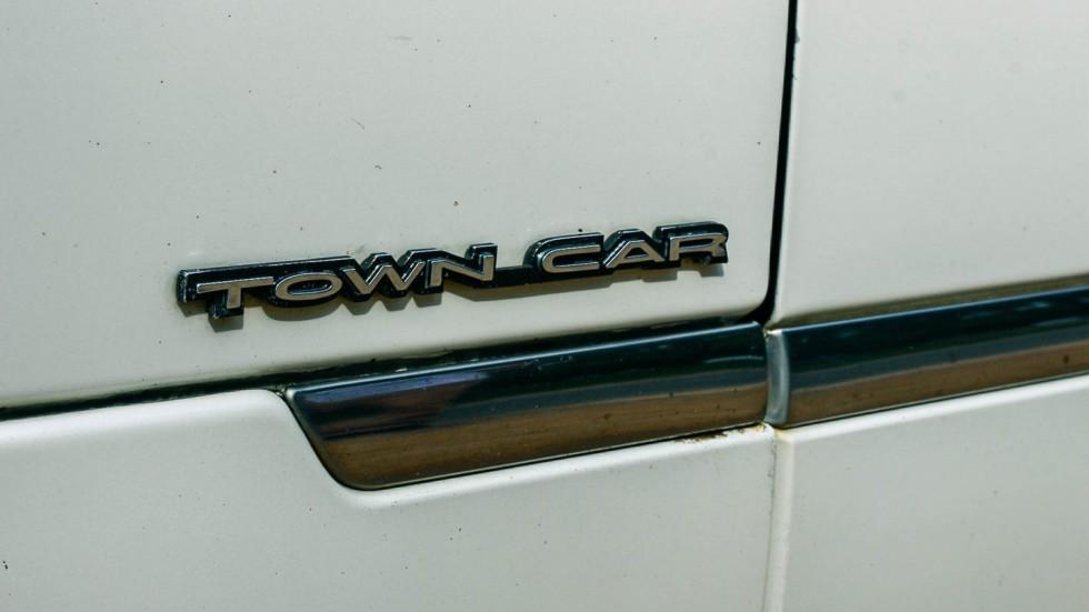 Lincoln Town Car III шильдик (1)