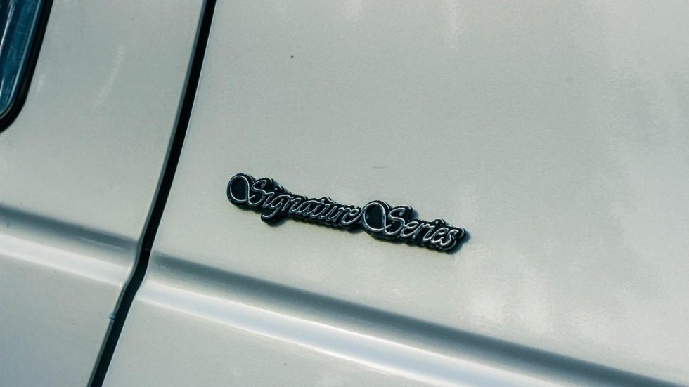 Lincoln Town Car III шильдик (2)