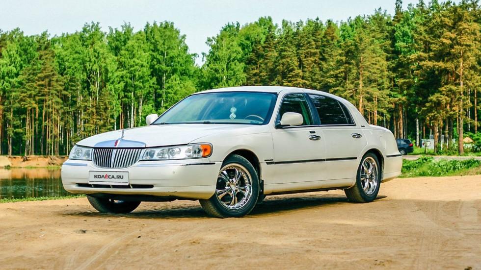 Lincoln Town Car III три четверти