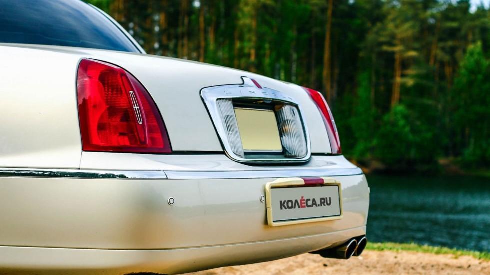 Lincoln Town Car III задняя часть