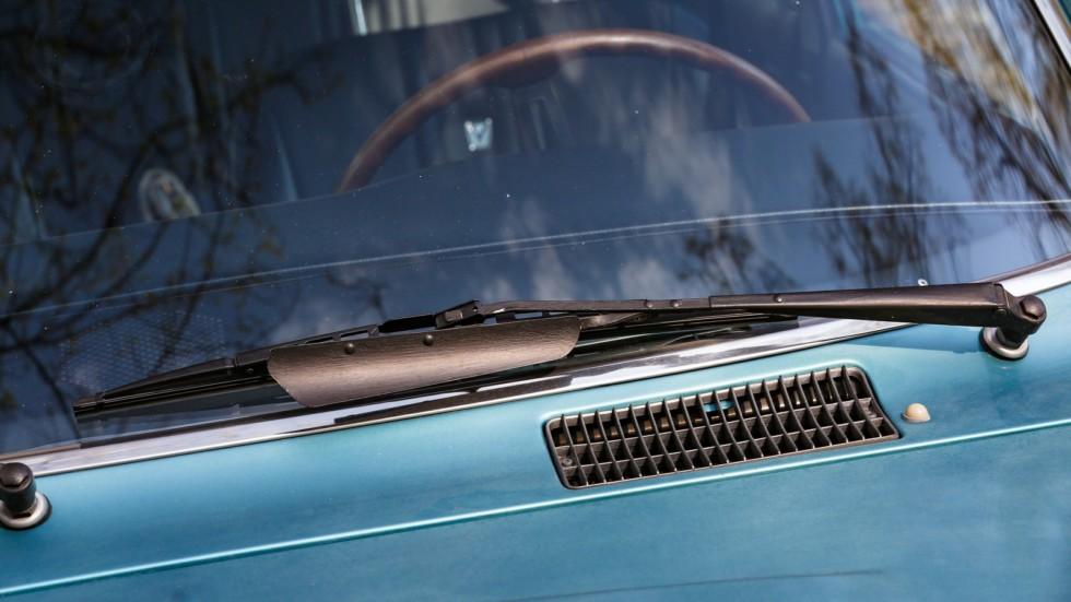 Mazda RX-2 голубая дворник