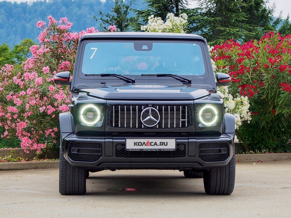 Mercedes-Benz G-Klasse спереди