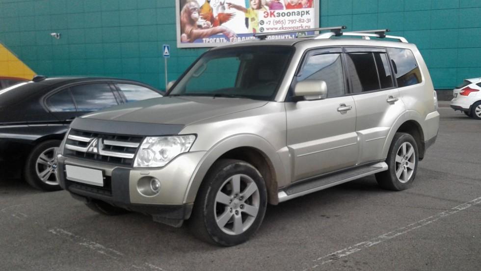 Mitsubishi Pajero три четверти
