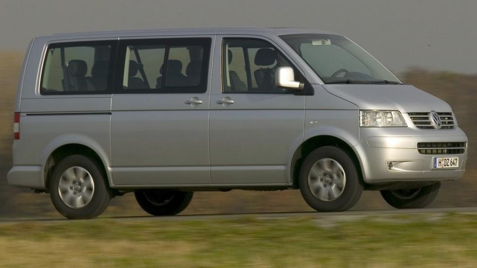 Volkswagen Caravelle (T5) '2003–09 серебристый на трассе