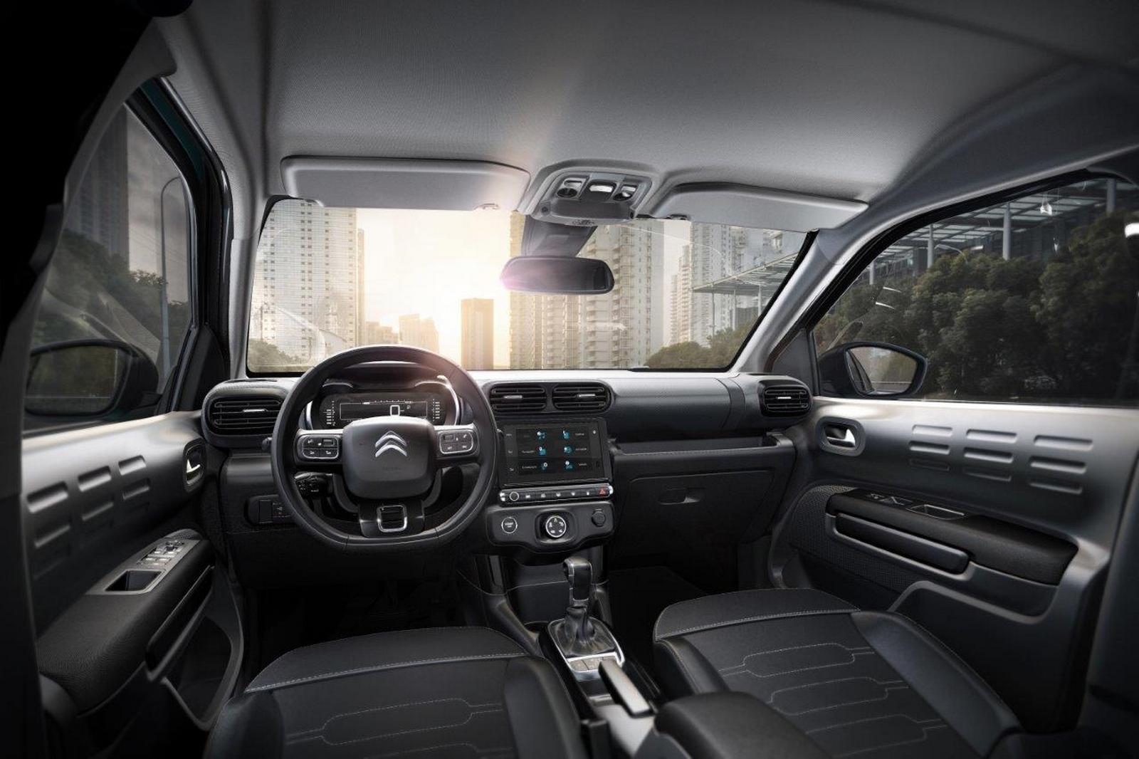 Конкурент Hyundai Creta и Nissan Kicks от Citroen: официальные фото салона