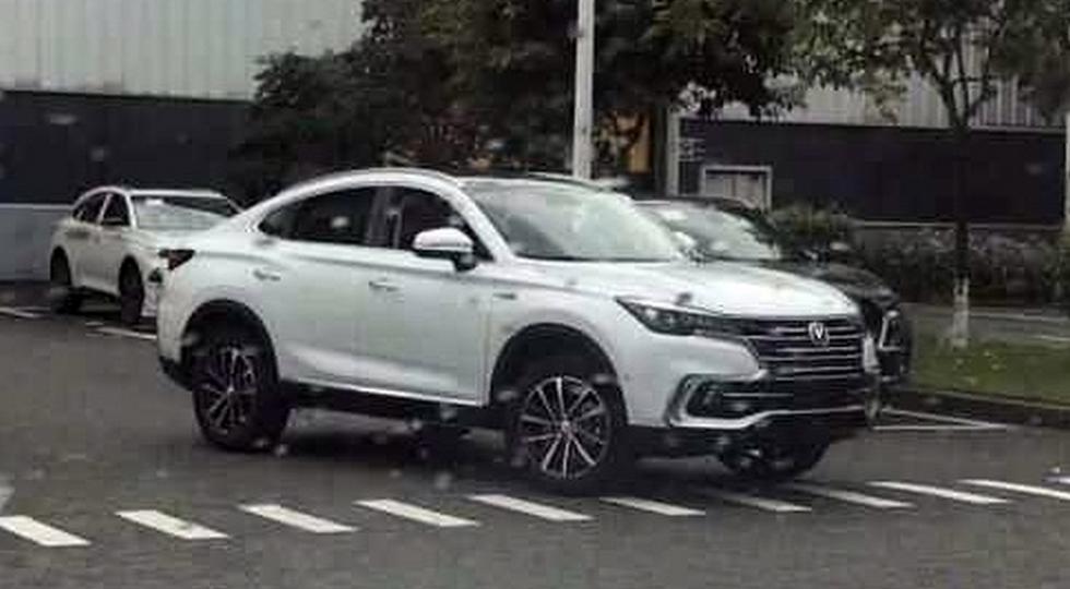 Первое фото китайского конкурента БМВ X4 отChangan появилось вweb-сети интернет