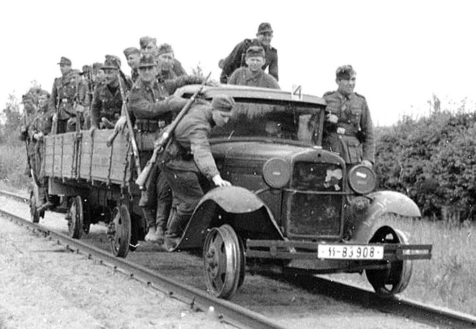 Железнодорожный автопоезд на стальных колесах
