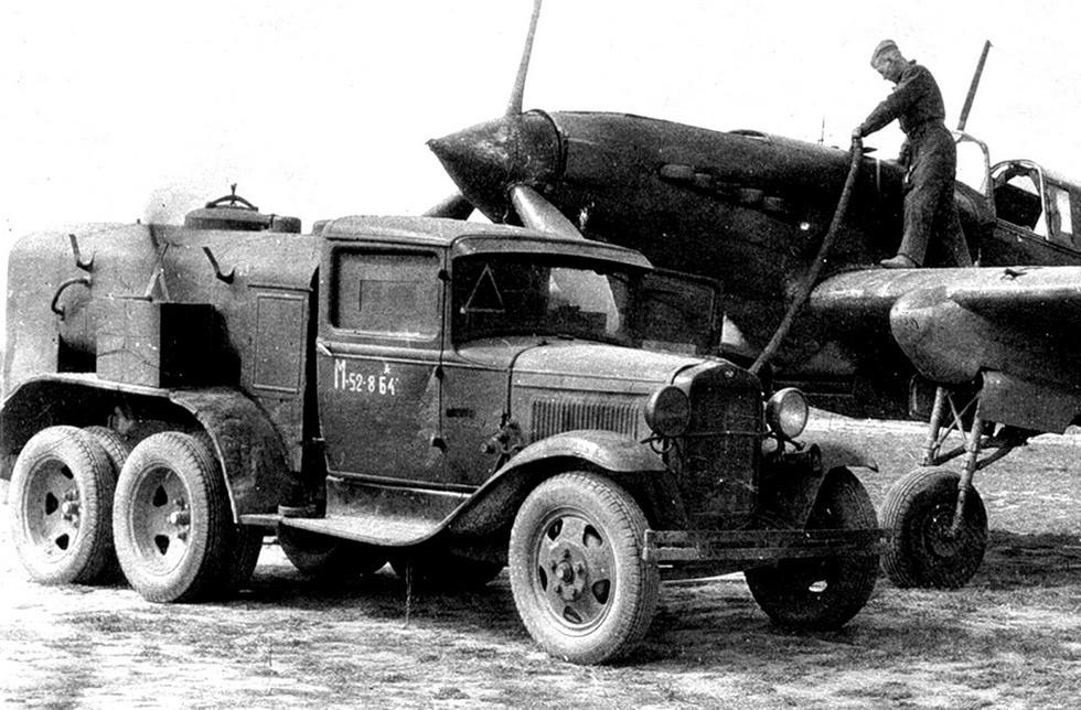 Первый аэродромный бензозаправщик БЗ-38 с задней кабиной управления