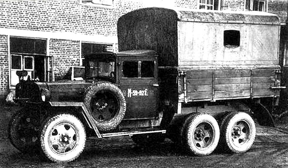 Электростанции АЭС-3 в бортовом кузове на шасси ГАЗ-ААА военного образца