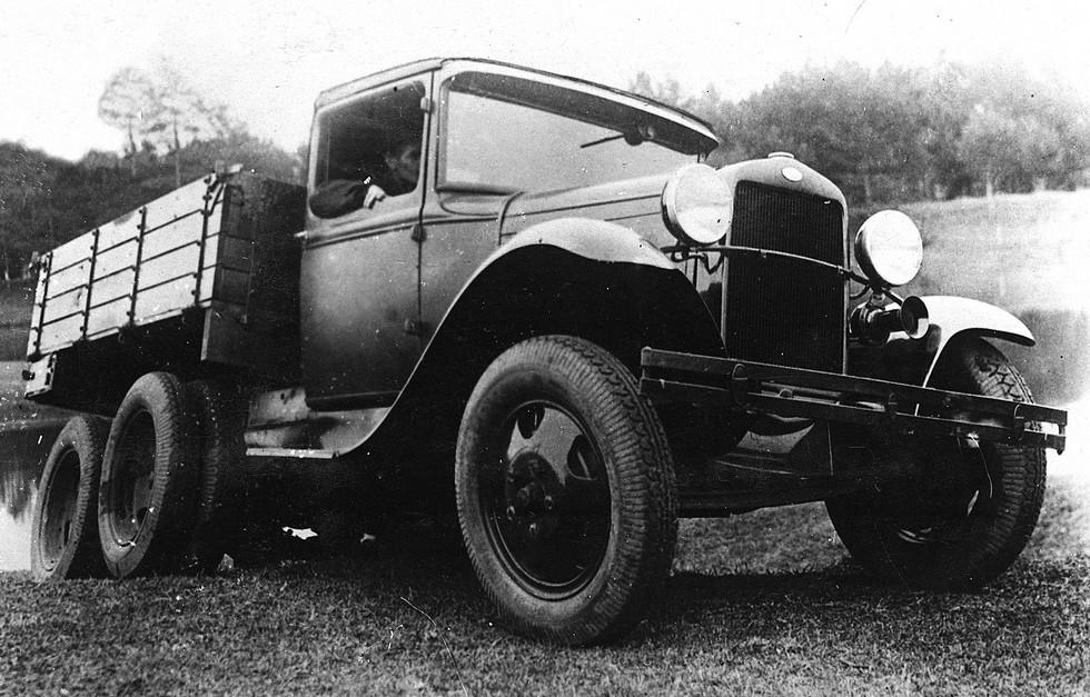 Первый советский серийный трехосный грузовик ГАЗ-ААА раннего выпуска