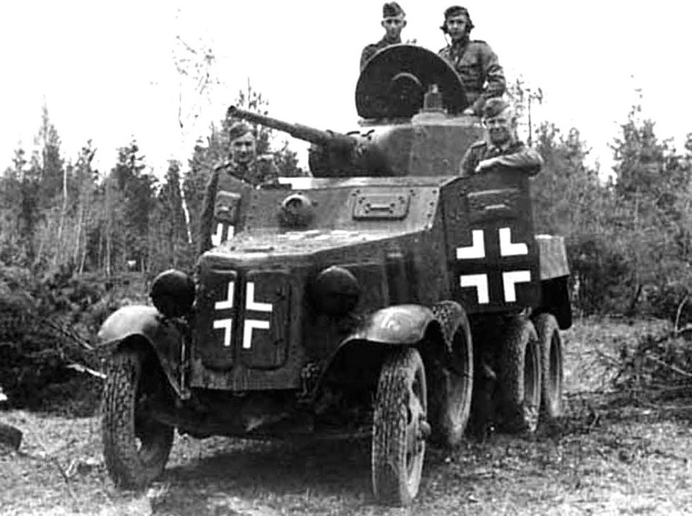 Трофейный бронеавтомобиль БА-10М из состава германского пехотного подразделения