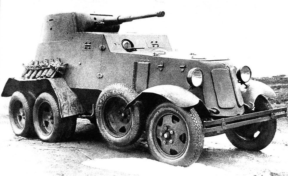 Бронемашина БА-6М на 50-сильном шасси ГАЗ-ААА со съемными гусеницами