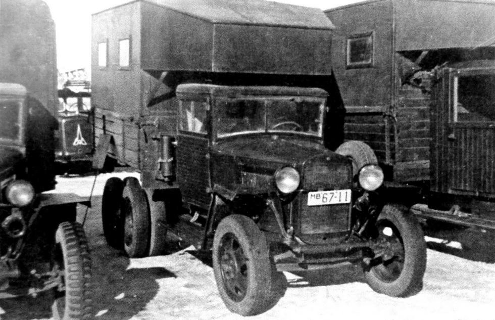 Танкоремонтная мастерская в кузове летучки типа Б с задним краном (из архива Н. Маркова)