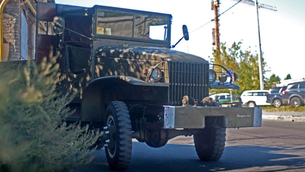 GMC CCKW 1942 и кустики