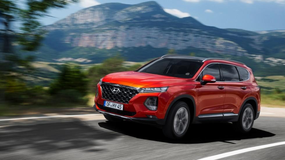 Hyundai Santa Fe Worldwide (TM) '2018 красный на трассе