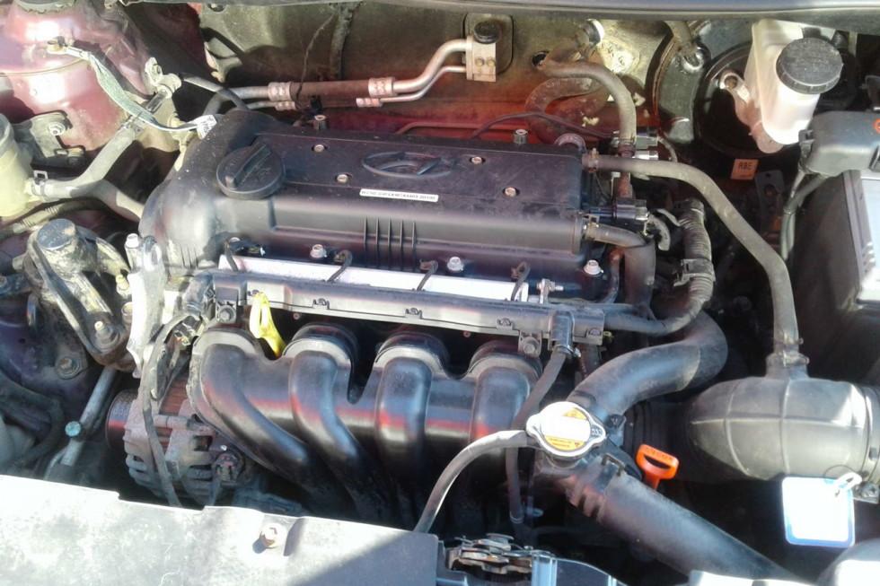 Hyundai Solaris бордовый двигатель