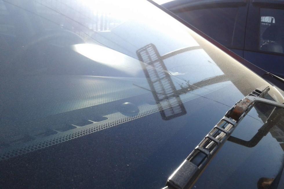 Hyundai Solaris бордовый лобовое