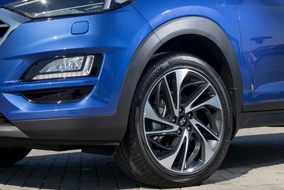 Hyundai_Tucson синий колесо