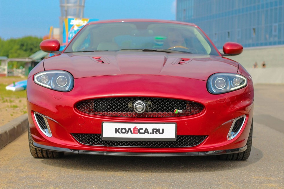 Jaguar XKR красный спереди (2)