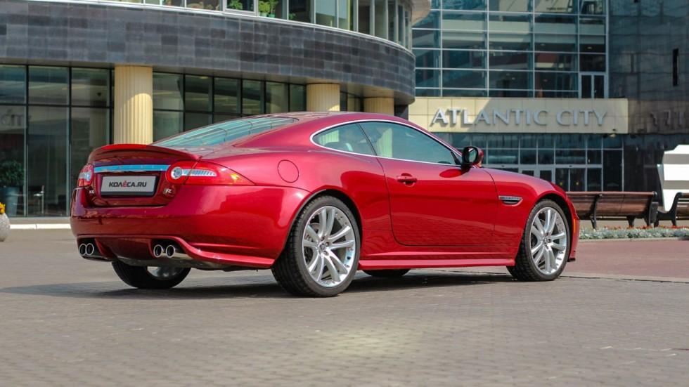 Jaguar XKR красный сзади (2)