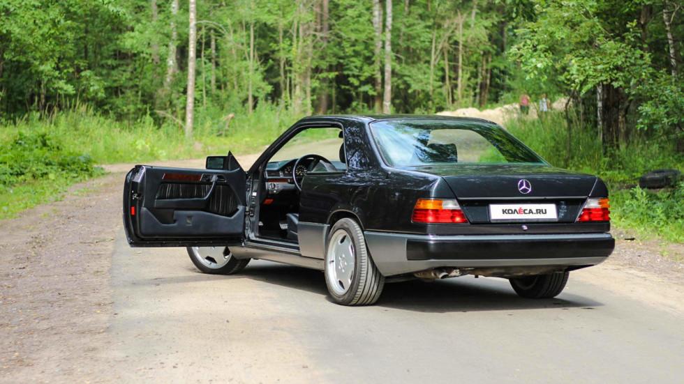 Mercedes-Benz-C124--открытая-дверь