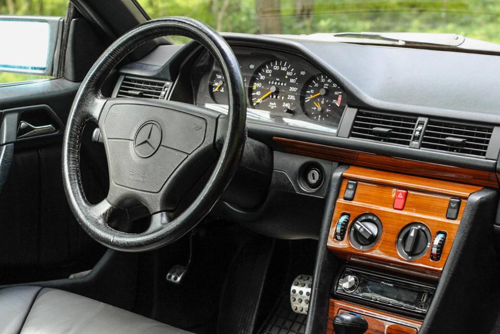 Mercedes-Benz C124 салон