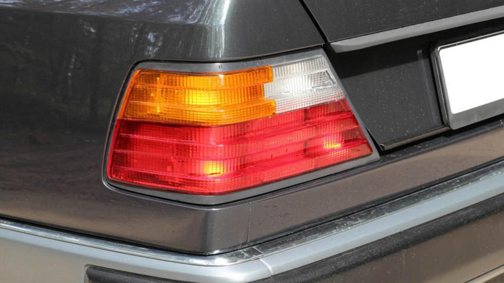 Mercedes-Benz-C124-задний-фонарь