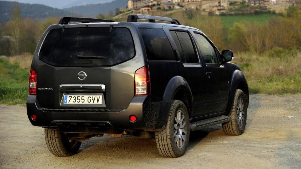 Nissan Pathfinder (R51) '2010–14 сзади