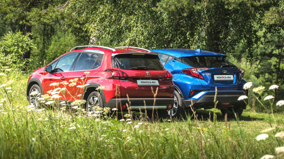 Toyota C-HR Peugeot 2008 сзади