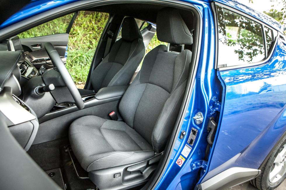 Toyota C-HR передние сидения