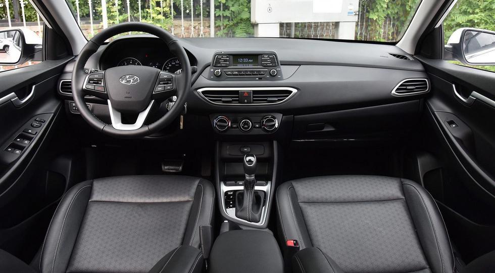 Это базовая версия Hyundai Celesta RV, в более дорогих комплектациях - мультимедиа с тачскрином