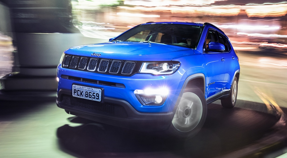На фото: Jeep Compass Longitude
