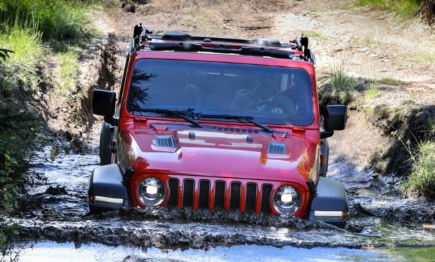 Названы цены икомплектации нового внедорожника Jeep Wrangler для России